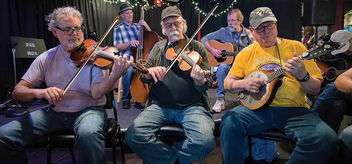 The East End Appalachian Jam (from left): Bruce Jacobs and Mark Tamsula play their fiddles and Dave Harbst, the mandolin. Behind them: Dave Glasser plucks the contrabass and Samuel Wyss plays guitar.