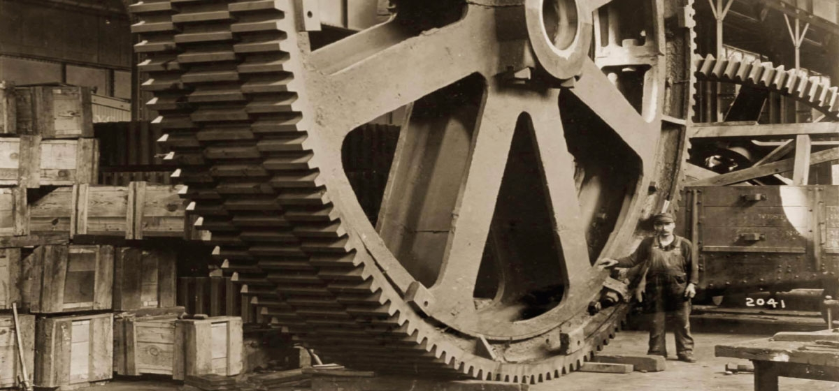 Molded Tooth Staggered Gear and Worker, 1913