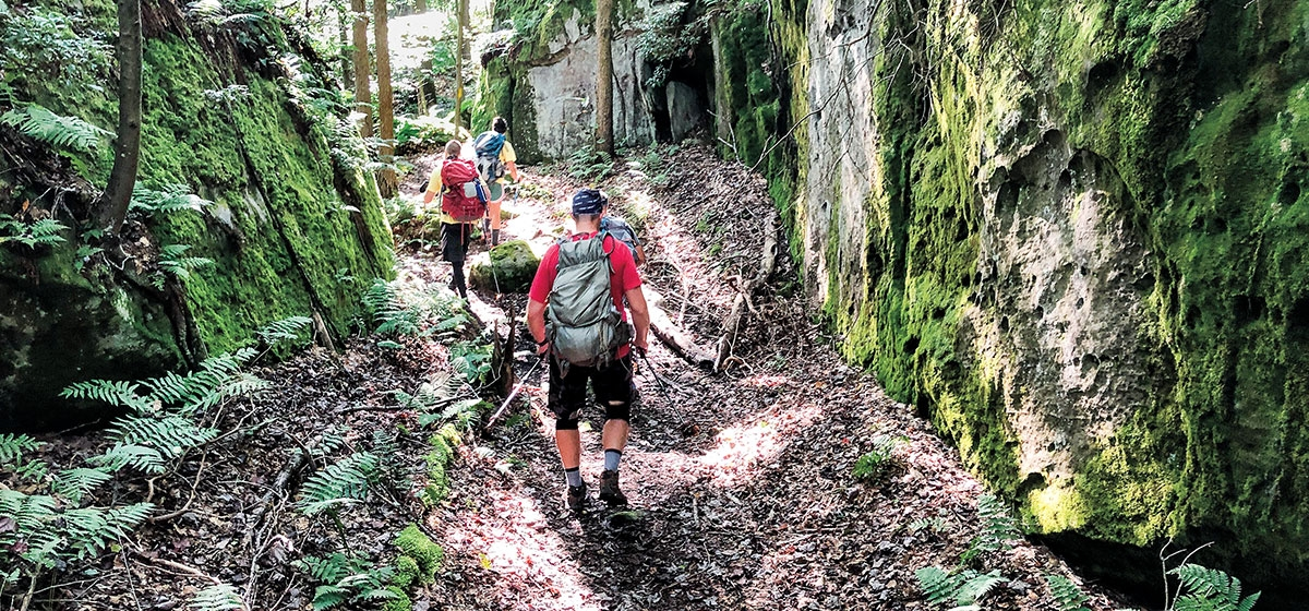 At various spots along the path, hikers get to weave their way through enormous glacial boulders, offering a scenic respite from the monotony of the rugged, single-track trail.