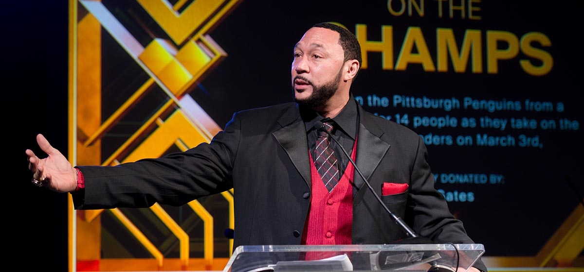 Charlie Batch assisting with the live auction. Annual Pittsburgh Heart Ball. February 17, 2018.