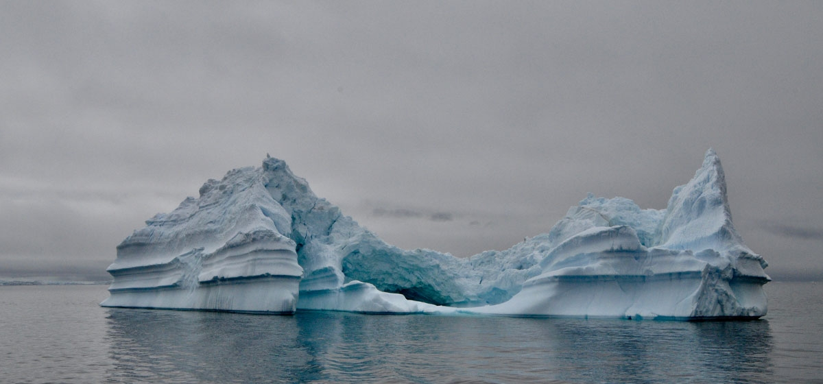 A pinnacle iceberg