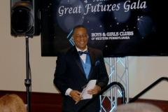 Emcee-and-Club-Alumnus-Ron-Smiley-