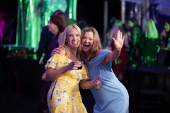 Friday-night-guests-take-to-the-dance-floor