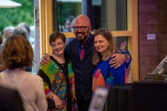 Jackson-Galaxy-poses-for-a-photo-with-Friday-night-guests